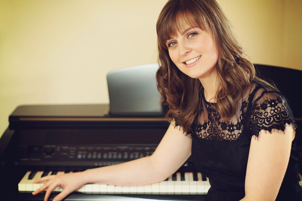 Solo Female Pianist in the Midlands | Louise