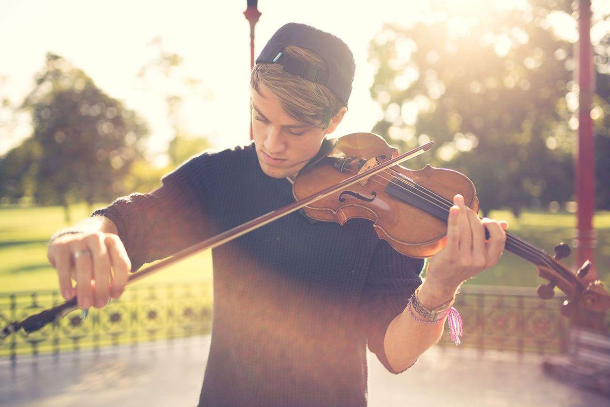 Looping Violinist | Thomas